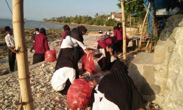 IMM STIT Paciran Gelar Aksi Bersih Sampah di Pantai Lorena