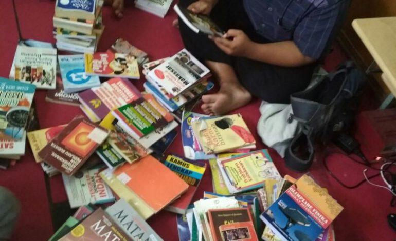 Peringati Sumpah Pemuda, IPM Lamongan Bagikan Ribuan Buku Gratis