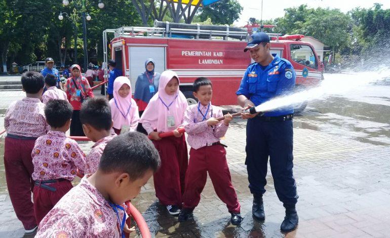 Puluhan Siswa SD Muhammadiyah 1 Pucuk Antusias Ikuti Pelatihan Pemadaman Kebakaran