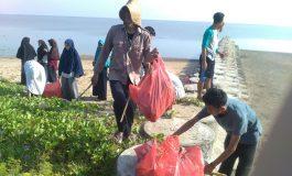 Peringatan Isra' Mi'raj, IPM Brondong Isi Kegiatan Bersih-Bersih di Pantai